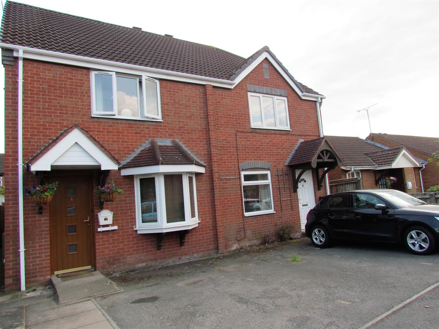 2 Bedrooms Property for sale in Wensleydale Drive, Worcester